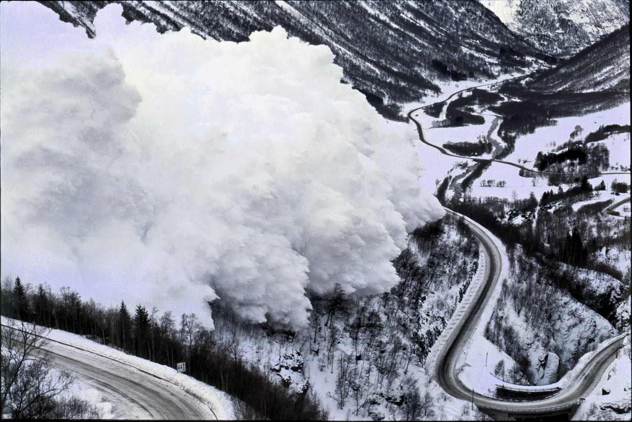 avalanche_on_Hwy15_Nape_norway.jpg